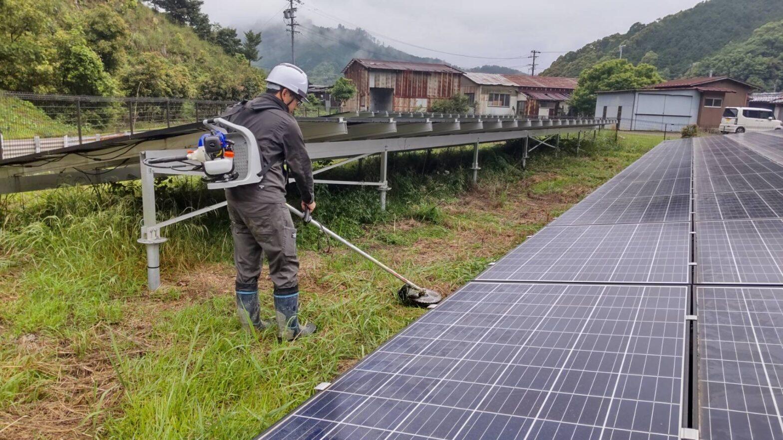 三重県南勢方面太陽光発電所除草作業
