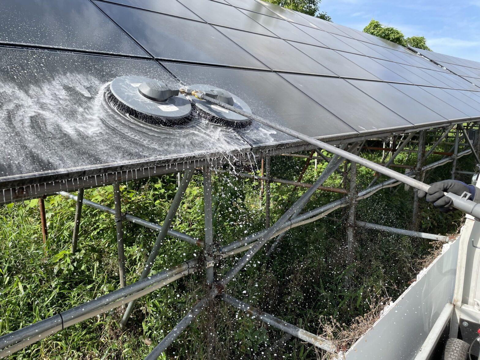 三重県鈴鹿市太陽光発電所パネル洗浄