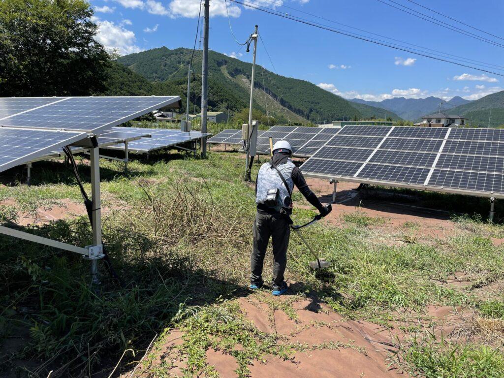 三重県北牟婁郡紀北町太陽光発電所草刈り作業